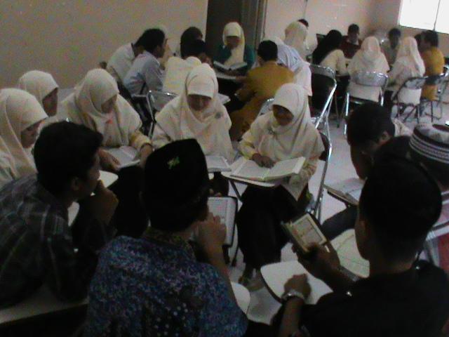Gb. Peserta sedang melaksanakan screening baca Al Quran